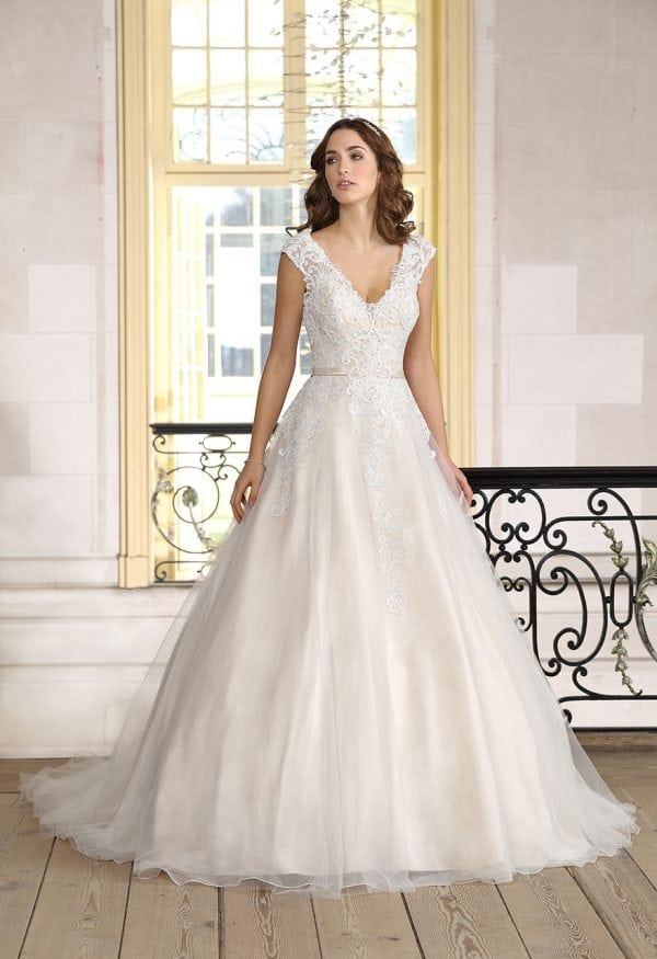 Très Chic TC9240 A-line Ball gown - Princess V-neck