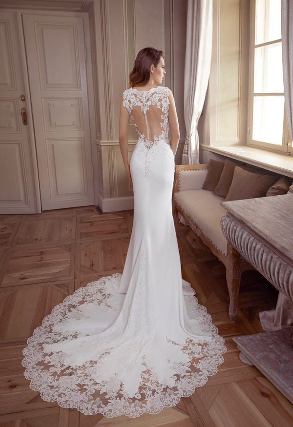 Elisabeth Grace EG9378 long wedding dress with beautiful backside