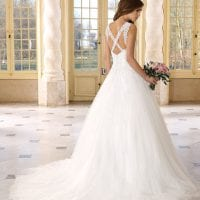 Très Chic TC9292 traditional a-line wedding dress backside