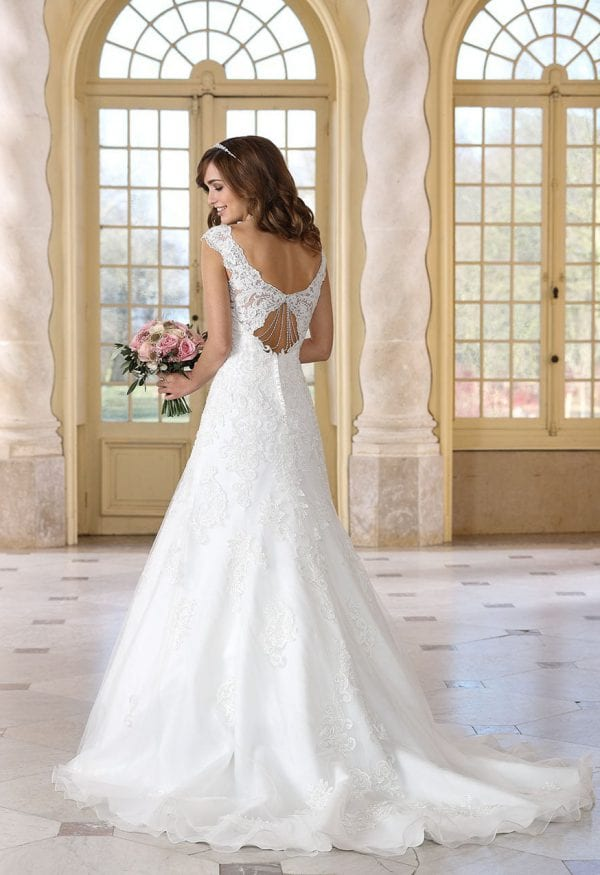 Très Chic TC9297 traditional wedding dress with sleeves backside